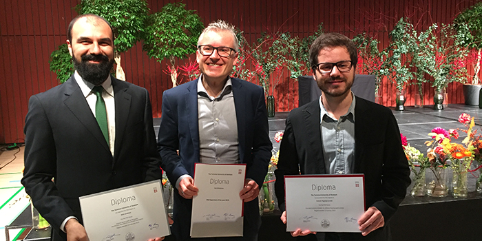 Picture of Henrik Bredmose in the middle with his two PhD Students